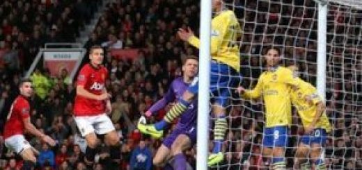 van Persie scores against Arsenal