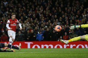 Santi Carzola scores for Arsenal