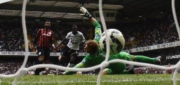 Emmanuel Adebayo scores