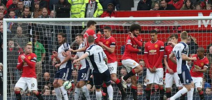 Chris Brunt Scores against Manchester United